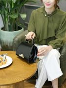 Black handbag-6