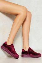 حذاء رياضي مخملي-1
