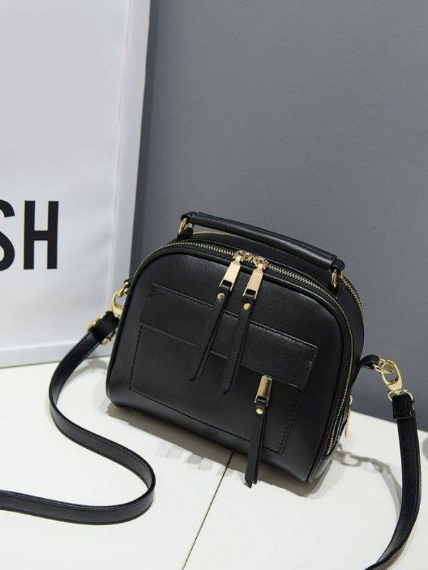 Shoulder bag with long hand