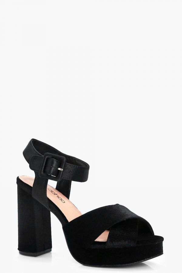 Sandal with Cubic Cube