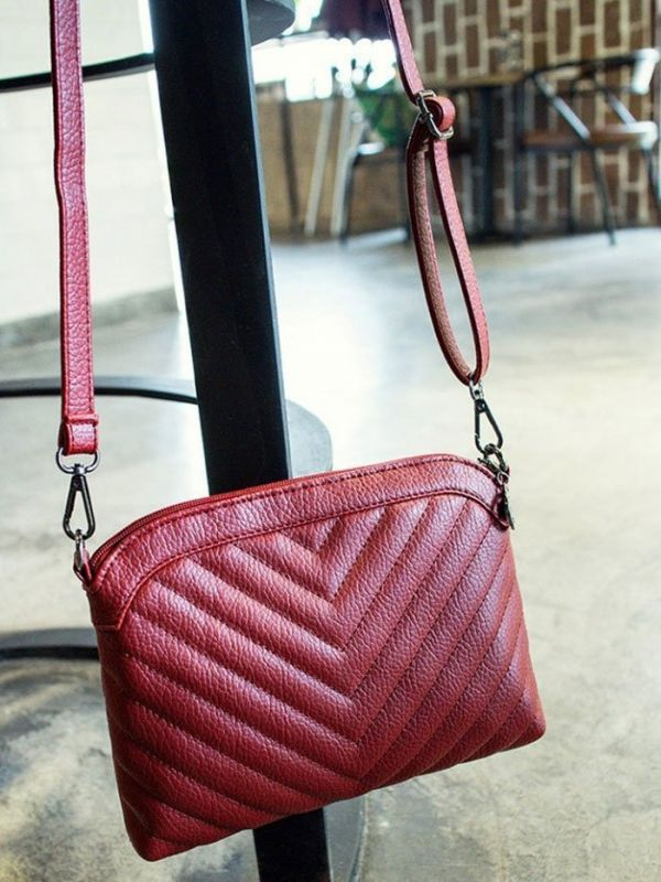 A polygonal handbag