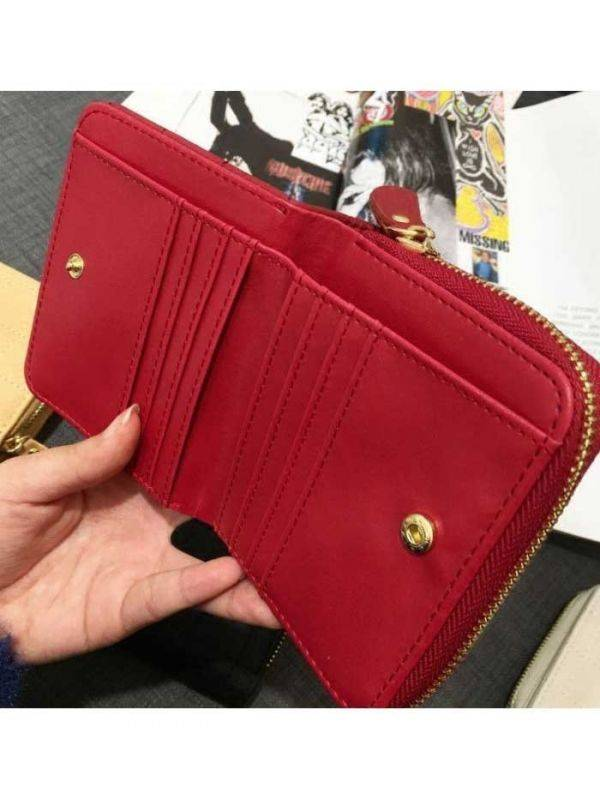 Beige purse with closure closure