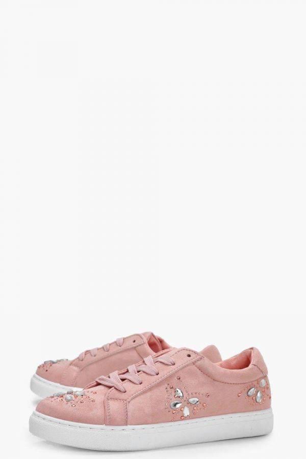 حذاء رياضي وردي