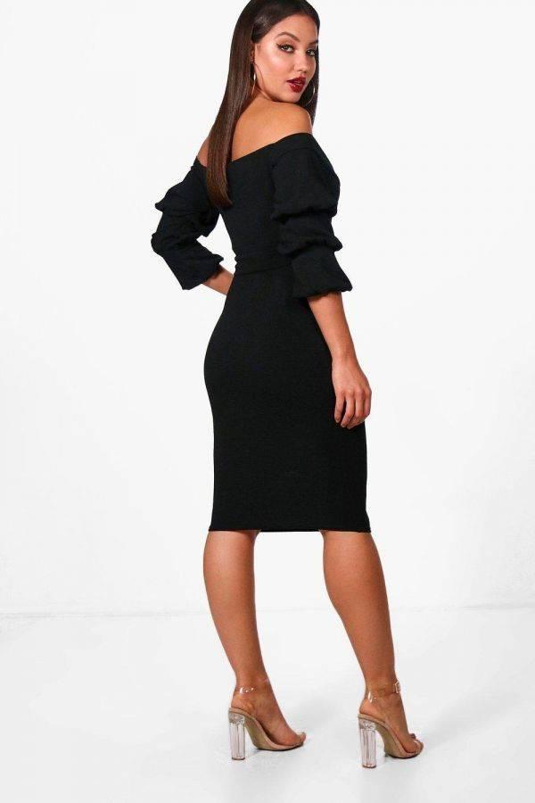 Black dress of Schulder Jia Bohoo brand
