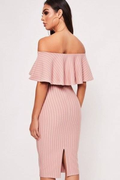 Dress the pink Mardi Pardo with the details of the frills