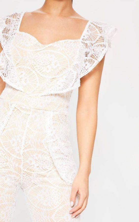 Gemspot White lace with a knob on the chest