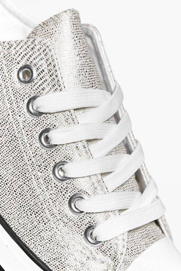 Athletic shoe with ties