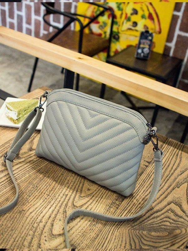 A polygonal handbag