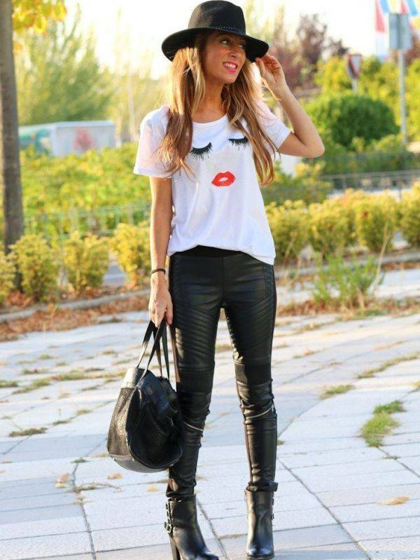 White T-shirt with eyelash printing and short sleeve lips