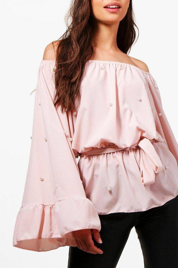 Blouse of embroidered blouse