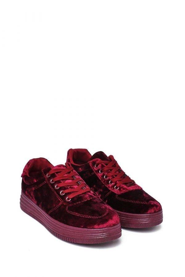 حذاء رياضي مخملي