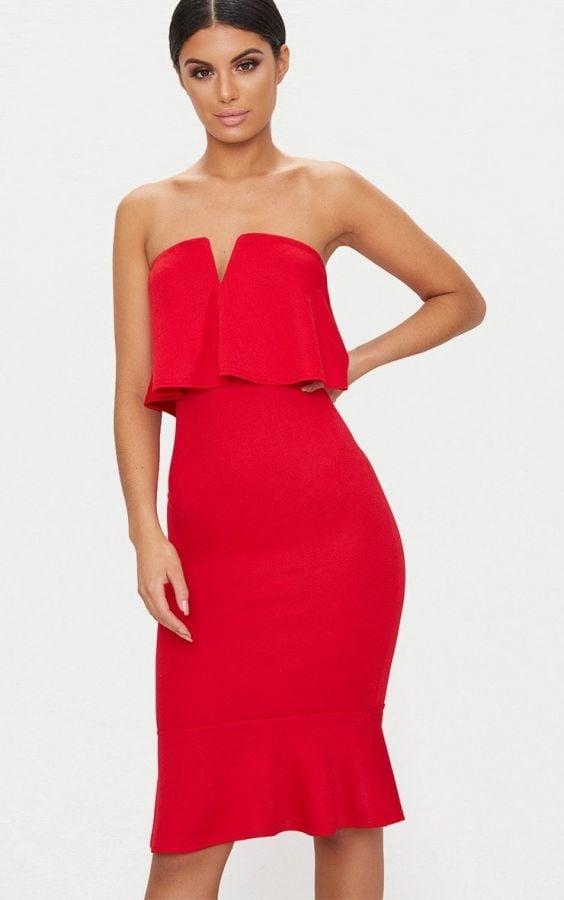 فستان احمر متوسط الطول
