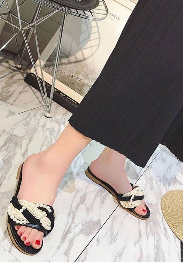 Black Sandal with Lulu