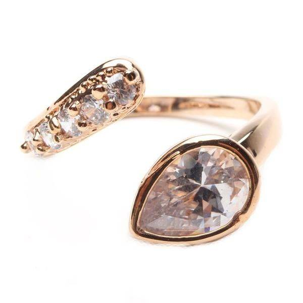 Ring with teardrop edges of zircon
