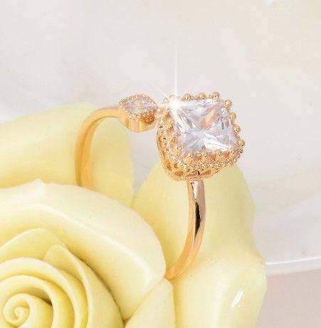 Zircon ring with square clasp