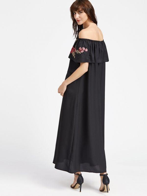 Black dress on the shoulder Flowers print with an open shoulder