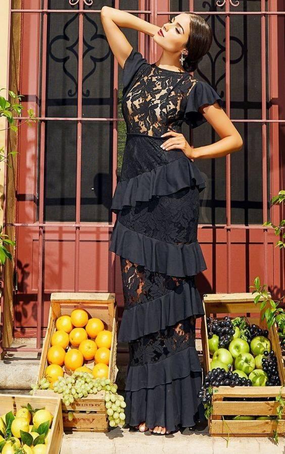 Maxi dress of black lace crimper