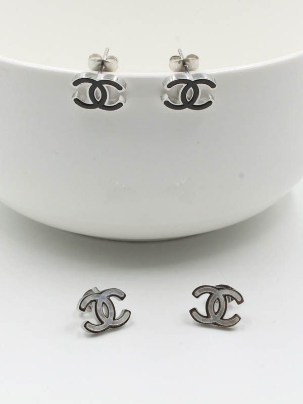 Chanel silver earring