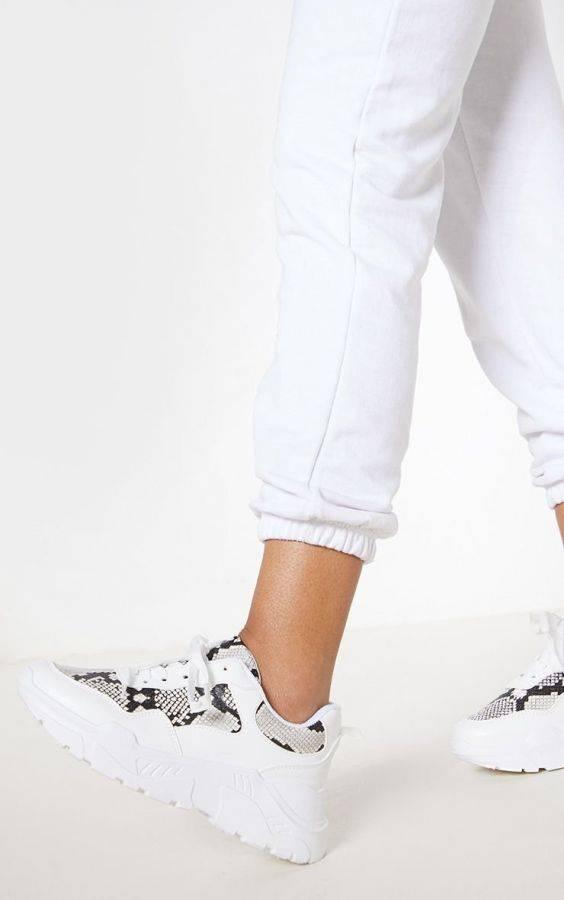 Women's sportswear with snake skin