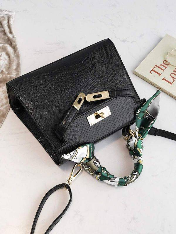 Leather bag with a golden metal clasp medium size