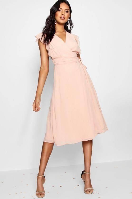 فستان بكم كشكش والتفاف على الخصر