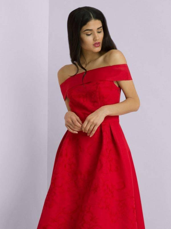 فستان أحمر ميدي