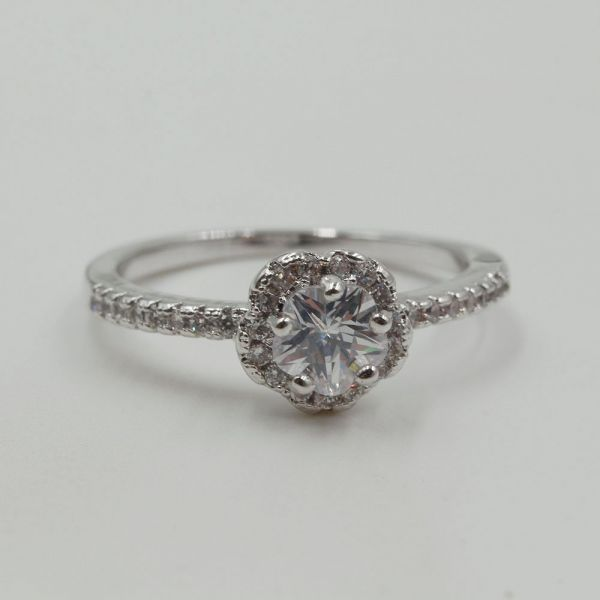 A fine zircon ring and pink