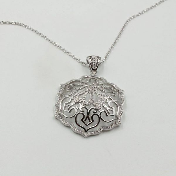 A zircon catenary with an ornate accent