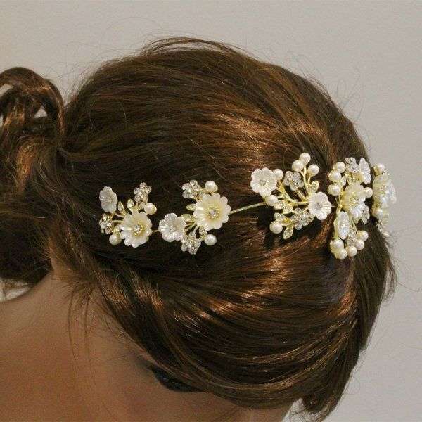 Hair accessories and large roses