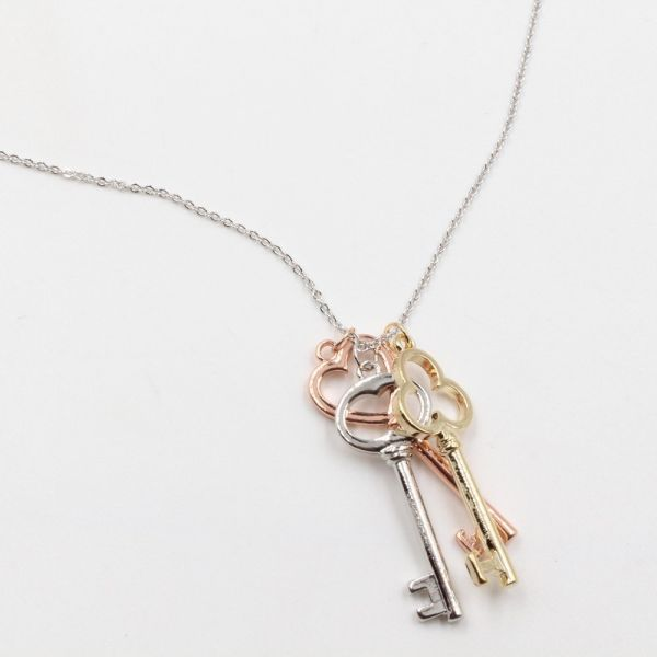 سلسال تيفاني مفاتيح