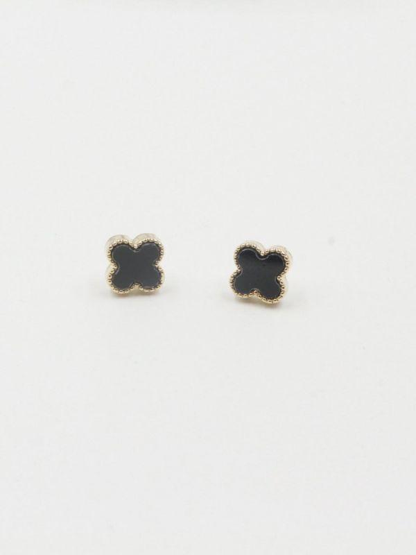 Van Cleef earring is small 1 cm
