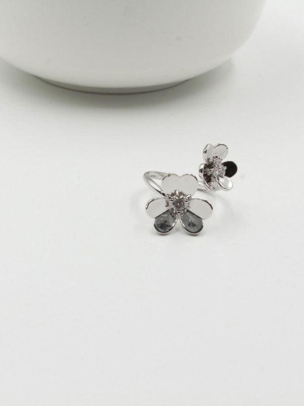 Van Cleef's ring, two roses