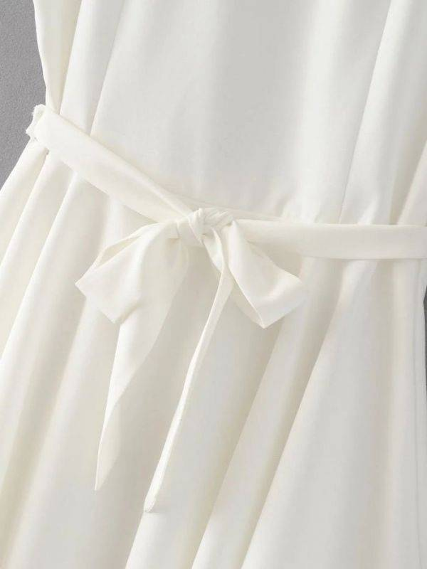 White dress without sleeve with zippers
