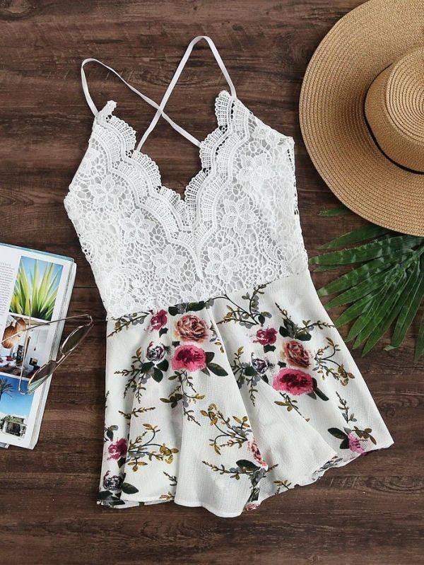 فستان قصير دانتيل عاري اليدين بزهور ملونه